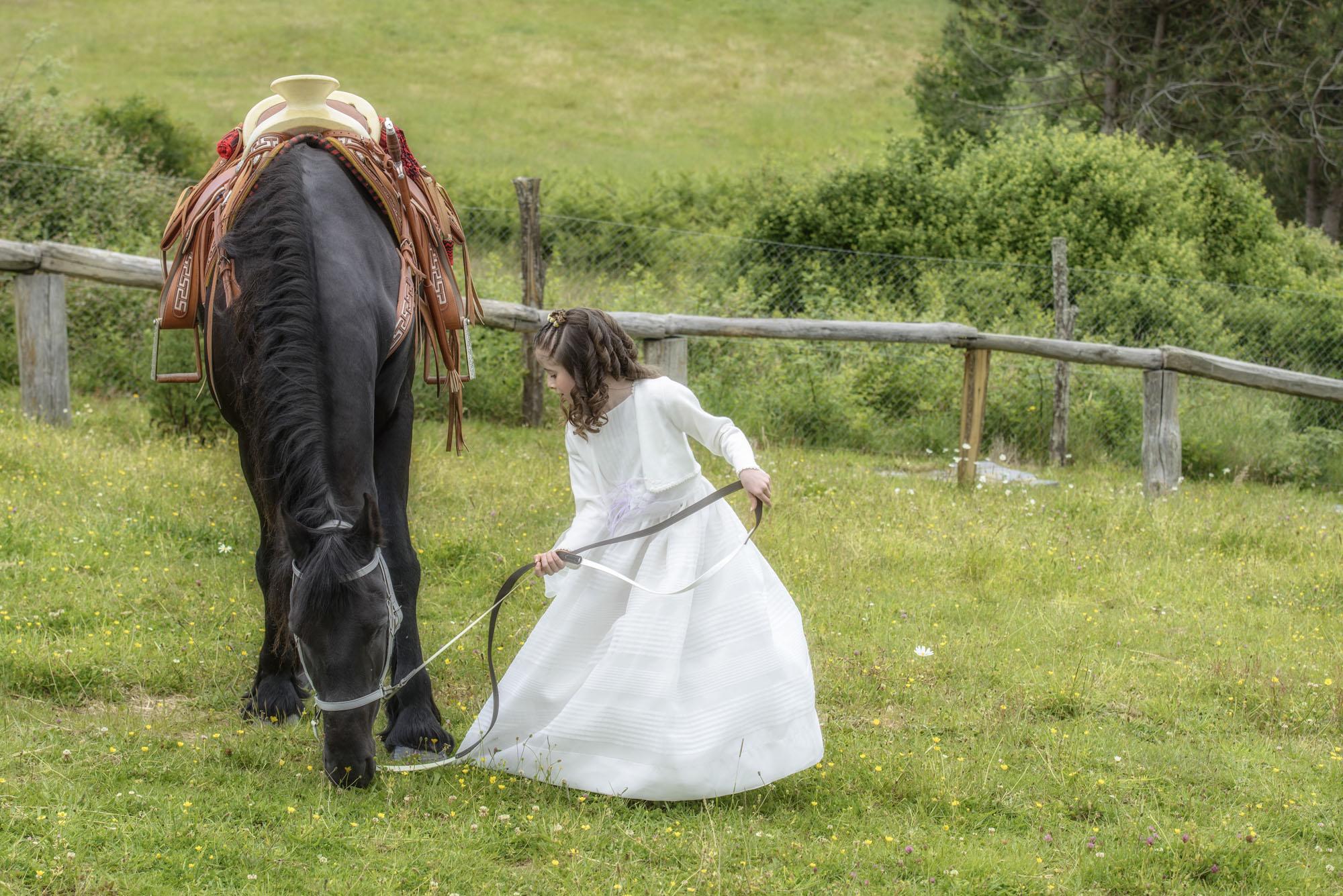 El que se ve en las fotos publicadas en mis redes sociales o web (violines, pianos, caballos, balones, …) es parte de la personalidad del niño, ya que se trata de sus aficiones o actividades preferidas.